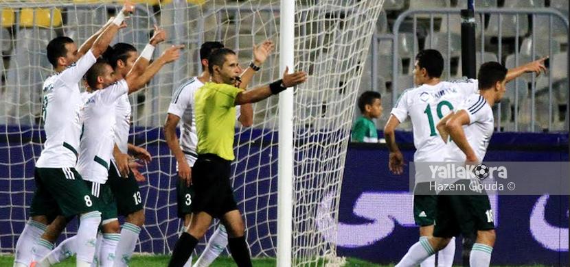 اعتراض لاعبي المصري علي قرار الحكم