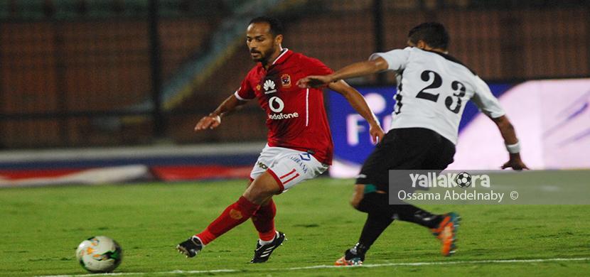 وليد سليمان يحاول المرور من لاعب الجيش
