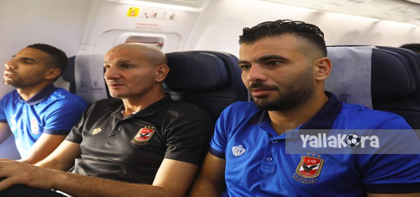 عماد متعب وطارق سليمان ومؤمن زكريا في الطائرة