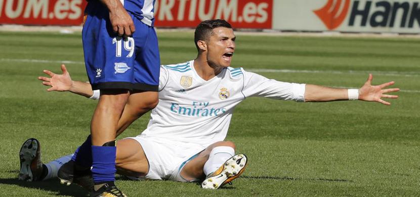 سقوط رونالدو على ارضية الملعب