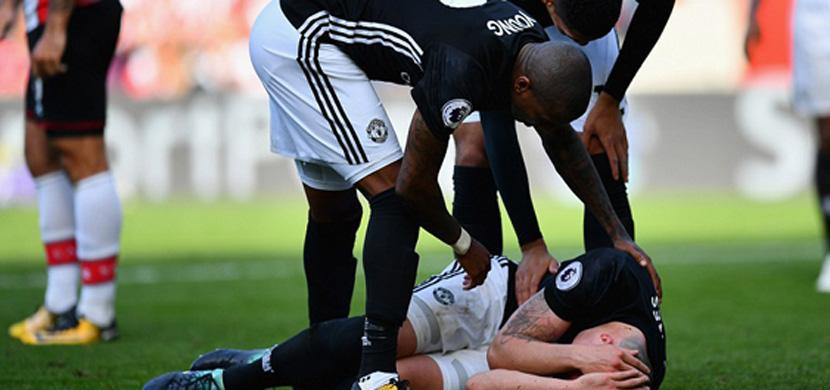 اصابة فيل جونز مدافع مانشستر يونايتد