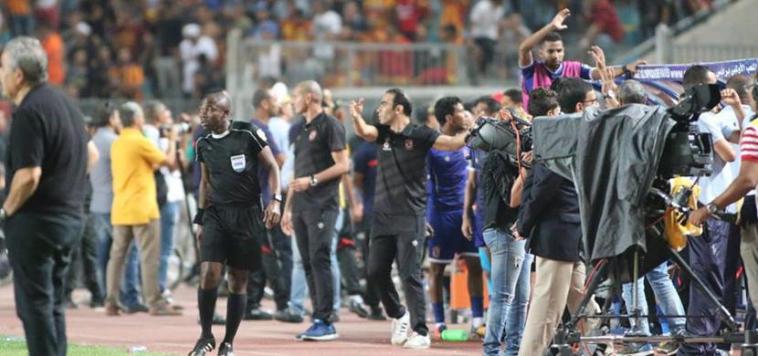 سيد عبد الحفيظ اثناء المباراة