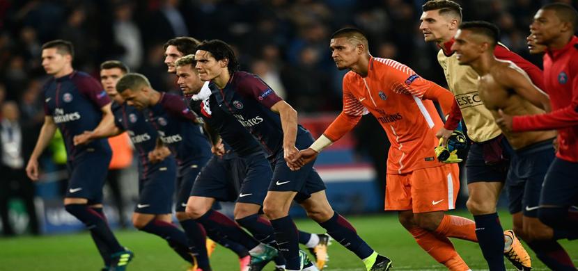 احتفال لاعبي باريس بعد الفوز