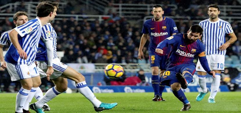 ميسي يسدد على مرمى ريال سوسيداد
