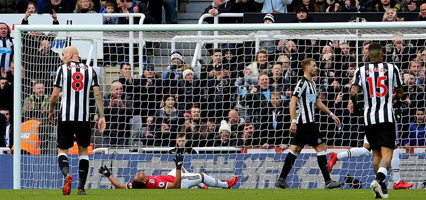 لقطة من مباراة نيوكاسل ومانشستر يونايتد