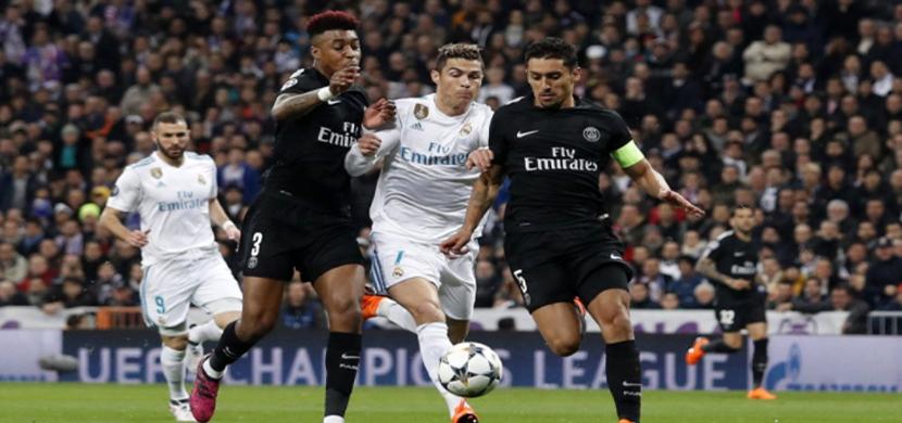 زيدان يحاول المرور من لاعبي باريس