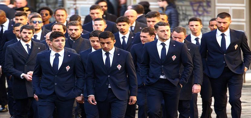 لاعبي فيورنتينا يشاركوا في وداع زميلهم وقائد الفري