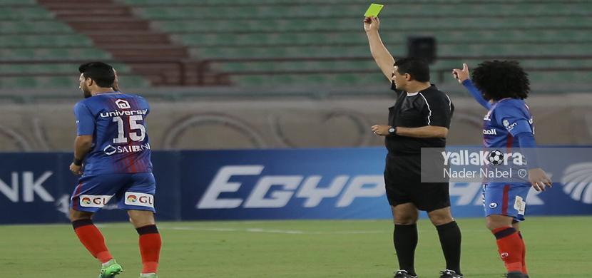 اعتراض لاعب بتروجيت بعد حصوله على بطاقة صفراء