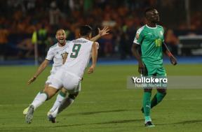 احتفال لاعبي الجزائر بعد هدف بونجاح في السنغال