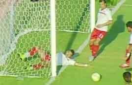 لاعب بتروجيت ينقذ مرماه من هدف امام الأسيوطى