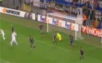لاعبو فيورنتينا يطالبوا بضربة جزاء ضد النني