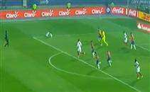 سقوط كوميدي للاعب بيرو بدون كرة