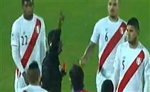 عنف وطرد لاعب بيرو امام تشيلي