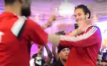 رمضان صبحي و باسم مرسي يرقصان في فرح حازم إمام