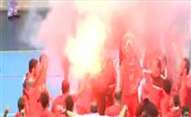 احتفال لاعبي الاهلي بالشماريخ بالفوز بدوري السلة
