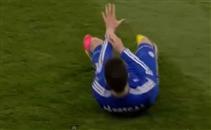 لاعب توتنهام يدوس على يد فابريجاس