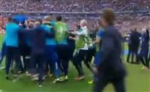 إحتفالات كونتي واللاعبين بعد الفوز على أسبانيا