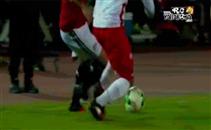 فتحي يراوغ لاعب تونس