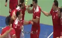 إحتفال لاعبي يد الأهلي بالفوز بكأس الكؤوس