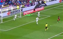 سانتي مينا يهدر انفراد امام ريال مدريد