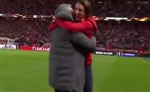 إحتفال جنوني لمورينيو مع إبنه بعد الفوز