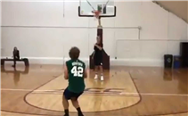 جريزمان يستعرض مهاراته في كرة السلة