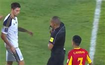 أول طرد في البطولة العربية للاعب الوحدة الاماراتي