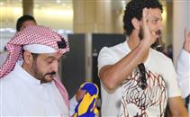 استقبال رائع من جماهير النصر لحسام غالي