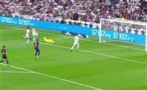 العارضة تحرم ميسي من هدف رائع امام ريال مدريد