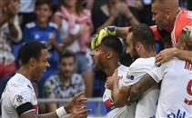 هدف مذهل لنبيل فقير لاعب ليون امام بوردو
