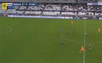 هدف رائع من وسط الملعب بالدوري الفرنسي