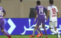 حسين الشحات يمنح فريقه ضربة جزاء امام الشارقة