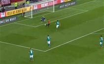 انييستا يصنع هدف اسبانيا الأول أمام ألمانيا