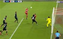 تسديدة هوملز على مرمى ريال مدريد