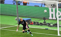 خطأ قاتل ثاني لحارس ليفربول يهدي بيل هدف
