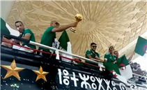 حافلة المنتخب الجزائري تجوب شوارع الجزائر