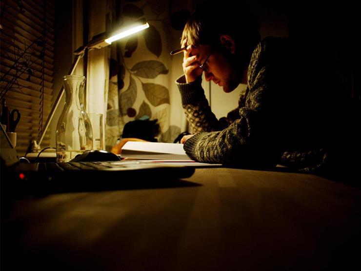 إضاءة غرفة المذاكرة قد تضر العين.. إليك مواصفات الإنارة الجيدة