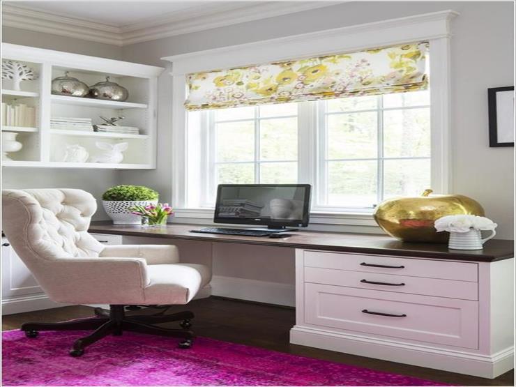 1- كرسي أنيق وبظهر مرتفع يوفر الشعور بالراحة الكاملة أثناء العمل.
