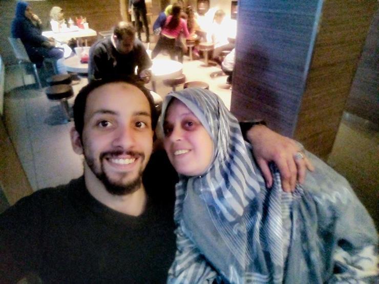 إسلام مع والدته