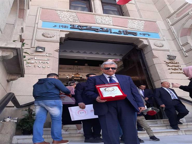 د محمد كمال سيف النصر بعد حصوله على الطبيب المثالى بالفيوم