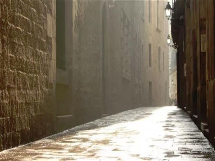 السير داخل ممرات باري القوطية