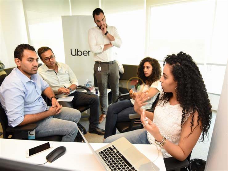 فريق دعم السلامة يشرح طبيعة عمله في مركز خدمات أوبر