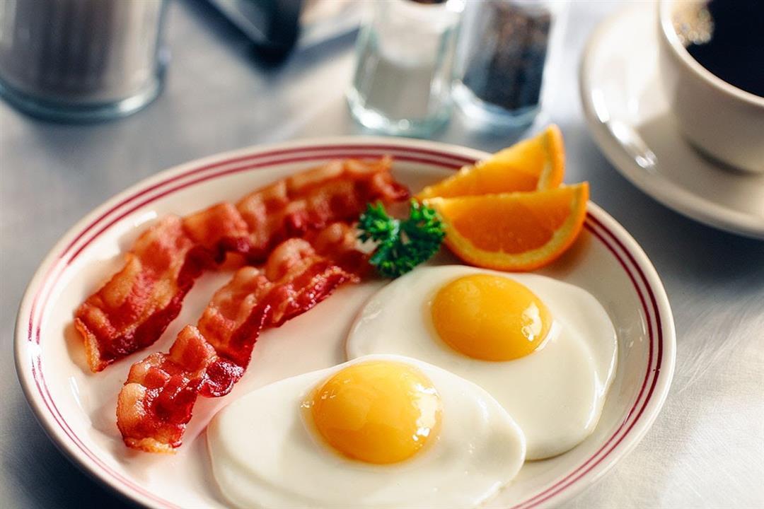 ovos-estrelados-com-bacon