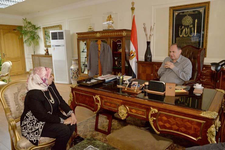 محافظ أسيوط يلتقي  وكيل وزارة التضامن الاجتماعي (2)