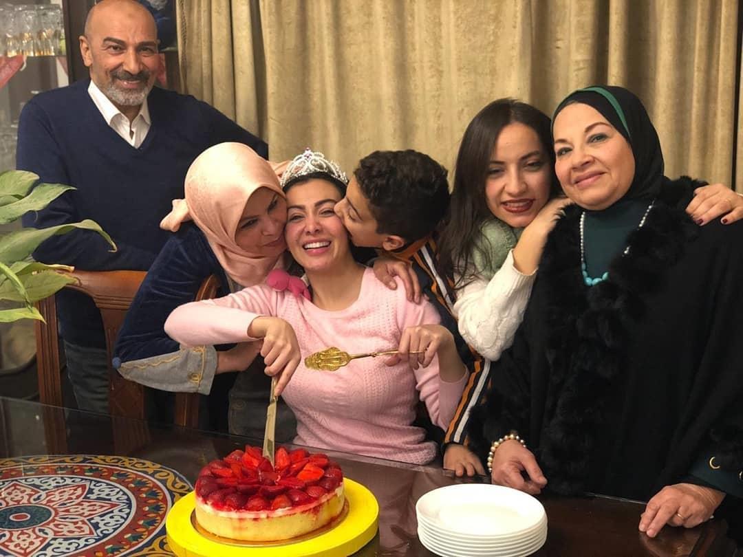 ميرهان حسين بالخروج من السجن  (1)