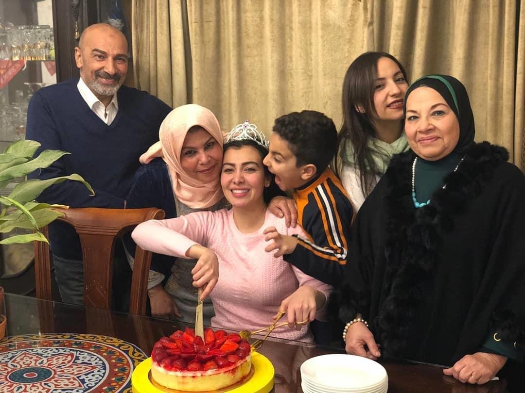 ميرهان حسين بالخروج من السجن  (2)