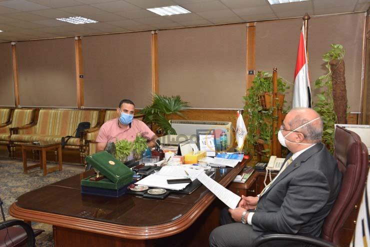الدكتور طارق الجمال رئيس جامعة أسيوط ومحرر موقع مصراوي (1)_1