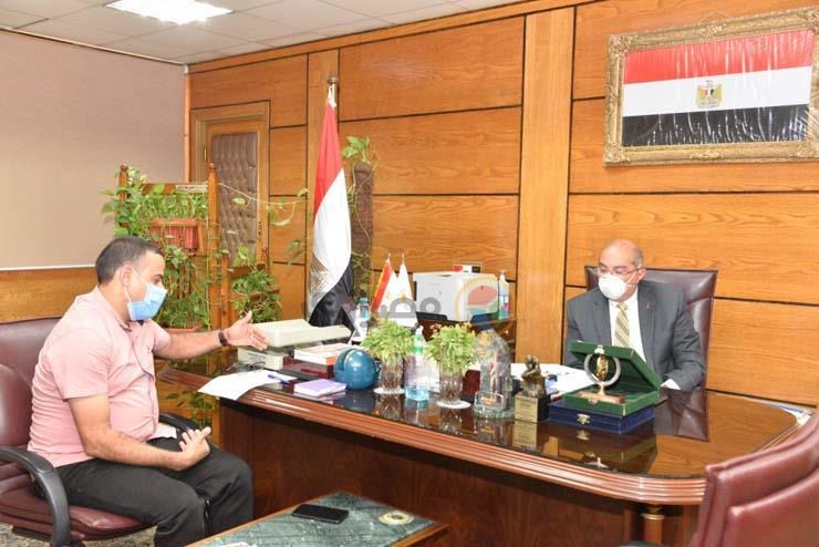 الدكتور طارق الجمال رئيس جامعة أسيوط ومحرر موقع مصراوي (3)_1