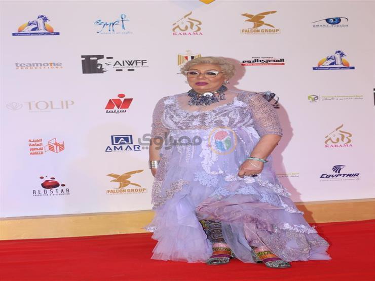 بكاء ناهد فريد شوقي لحظة تكريمها في مهرجان أسوان لأفلام المرأة