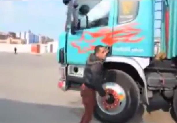 ضبط سائق سيارة نقل ببورسعيد يعانى من إعاقة ذهنية